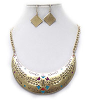TRIBAL PRINT ENAMEL PAINTING NECKLACE SET