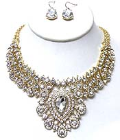 BOLD METAL WITH MULTI SIZE CRYSTALS NECKLACE SET