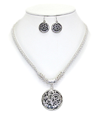 DESIGNER TEXTURED DISK PENDANT NECKLACE SET
