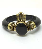 WOOD WITH CENTER STONE BANGLE BRACELET