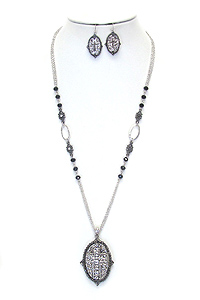 VINTAGE TEXTURED CROSS PENDANT LONG NECKLACE SET
