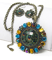 PEACOCK THEME CLASS STONE LARGE METALLION NECKLACE EARRING SET