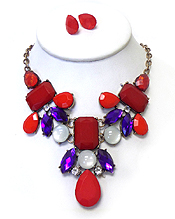 BOUTIQUE STYLE CRYSTAL AND ACRYL DECO NECKACE SET