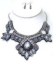 BIB STYLE FLOWER WITH STONES NECKLACE SET
