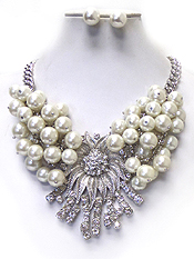 CRYSTAL CENTER FLOWER AND MULTI PEARL DANGLE NECKLACE SET
