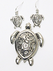 FILIGREE TURTLES PENDANT SET