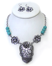 FLOWER WITH PEARLS AND METAL SUGAR SKULL NECKLACE SET