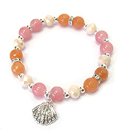 CRYSTAL SHELL CHARM AND GLASS BEAD STRETCH BRACELET