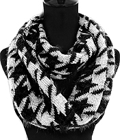 HOUNDSTOOTH WINTER INFINITY SCARF