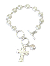HAMMERED CROSS AND PEARL TOGGLE BRACELET
